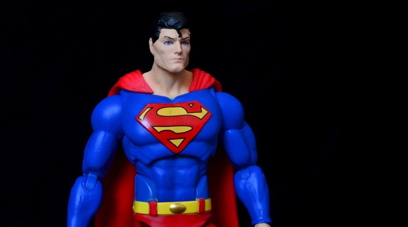 DC Icons Superman figure review -profile pic