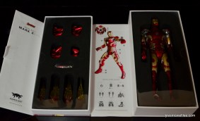 Iron Man Mark 43 Comicave Studios Omni Class Scale figure - inner package 2
