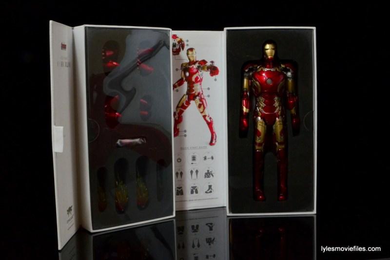 Iron Man Mark 43 Comicave Studios Omni Class Scale figure - inner package