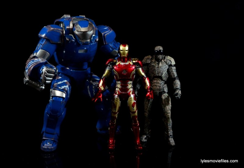 Iron Man Mark 43 Comicave Studios Omni Class Scale figure - with Igor and Shades