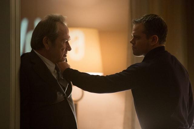 Jason Bourne pictures -Tommy Lee Jones and Matt Damon-min