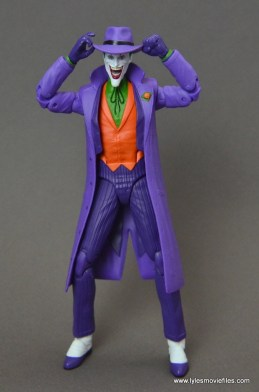 dc-icons-the-joker-figure-review-holding-hat