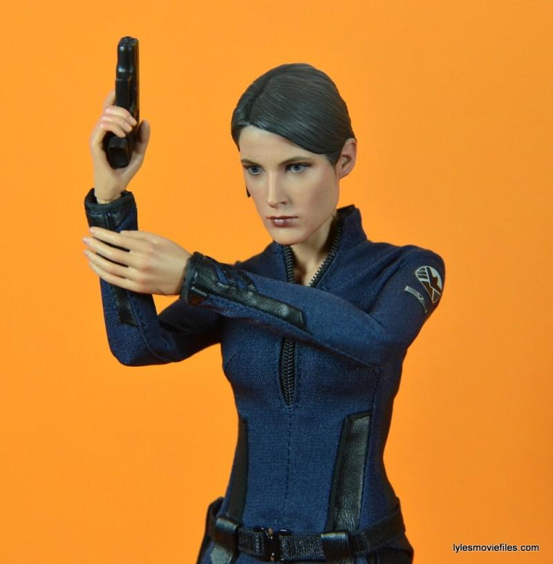 Hot Toys Maria Hill figure -raising pistol