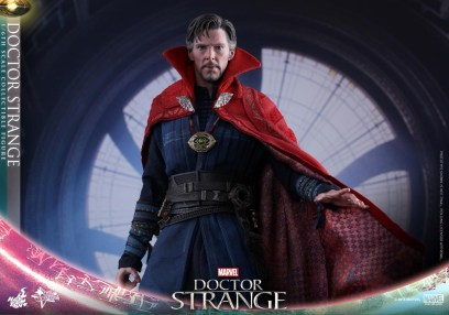 Hot Toys Doctor Strange flowing cape out