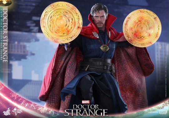 Hot Toys Doctor Strange with magic summons
