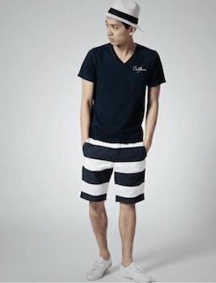 ボーダーハーフパンツ×ハット×黒Tシャツ
