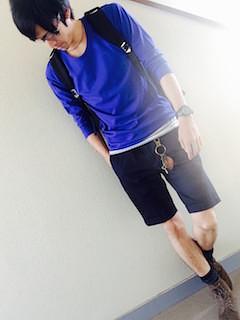 青(メンズカットソー)×ハーフパンツ×ブーツ