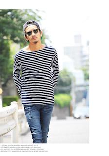 ボーダー柄のボートネックTシャツ×ジーンズ