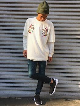 ニット帽×白のTシャツ×デニム