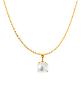 Pärla i guldhalsband