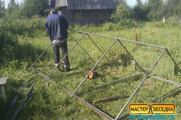 prostaya-metallicheskaya-besedka-001