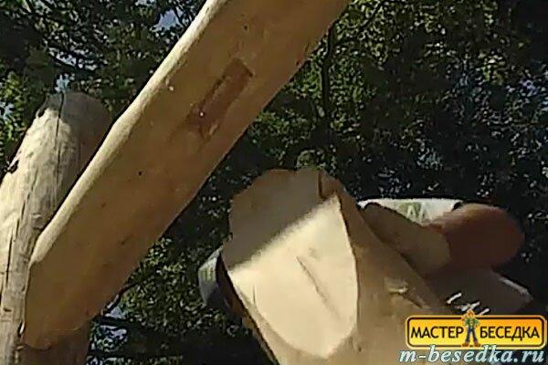 montaj--baliasin-besedki-iz-brevna-svoimi-rukami