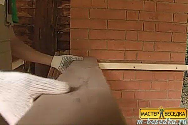 kreplenie-pod-stoleshnicu-v-besedke-iz-brevna-svoimi-rukami