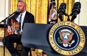 Carlos Whittaker Leads President Obama & World Leaders In Worship