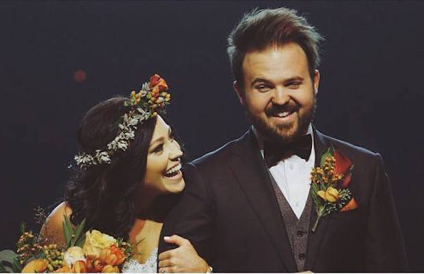 Worshippers Unite Kari Jobe Marries Cody Carnes A Taste Of Heaven