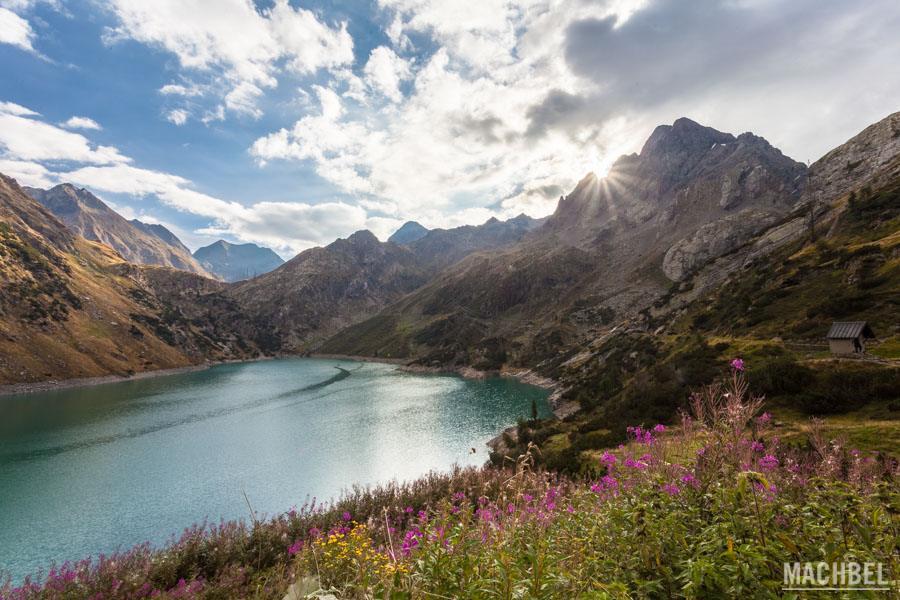 Amanecer en lago Barbellino