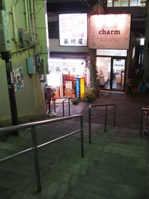 P31300571 大森駅至近のディープゾーン,地獄谷と居酒屋横丁ビル / Pub alley nearby Omori Station,commonly called the Hell Valley