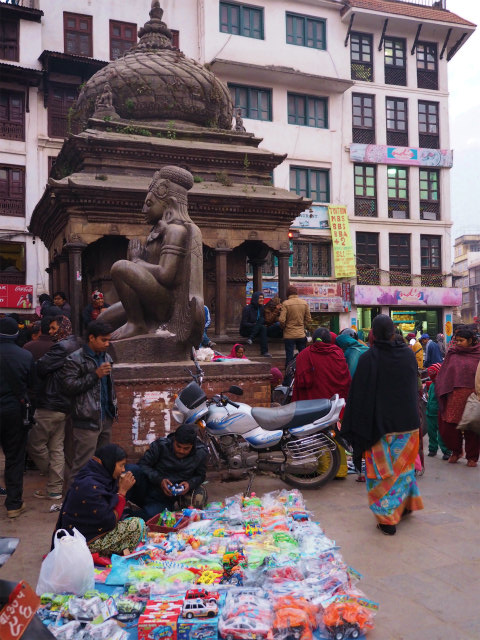 PC210035 カトマンズ,荘厳な遺跡と雑踏と / Kathmandu, Solemn remains and crowds