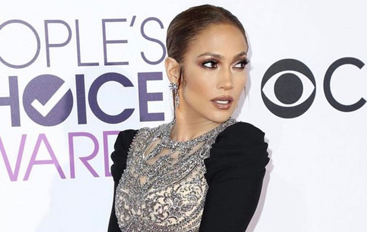Εκθαμβωτική η Jennifer Lopez στα People's Choice Awards