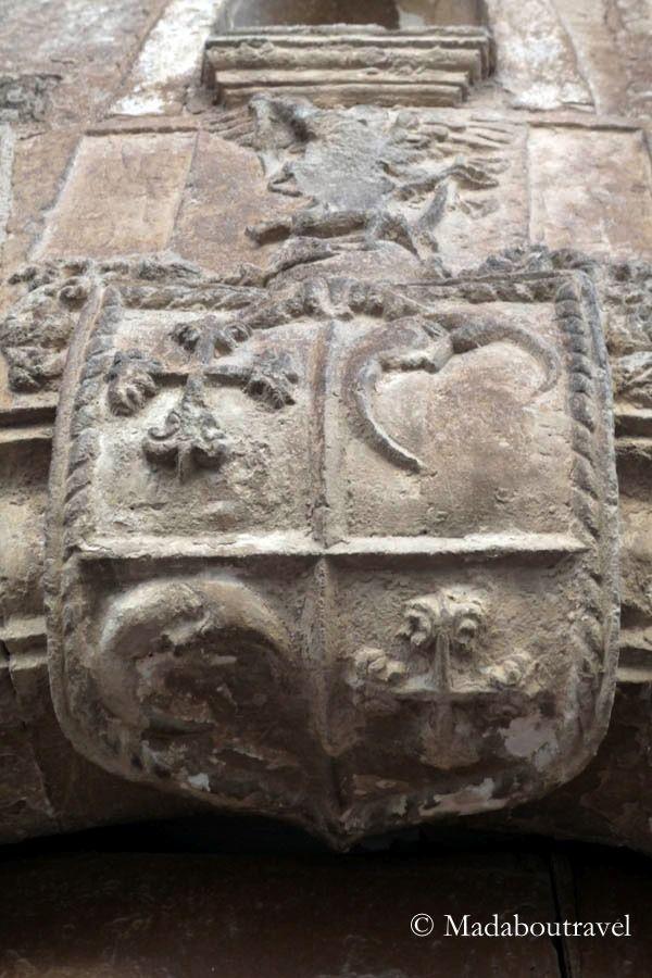 Escudo de armas en una fachada de Fonz