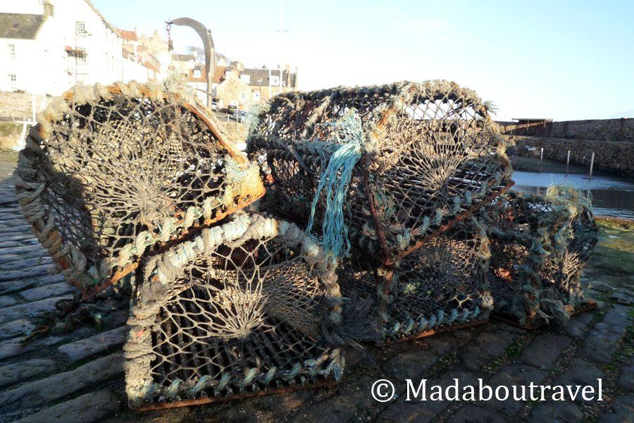 Jaulas para pescar marisco en el puerto de Crail