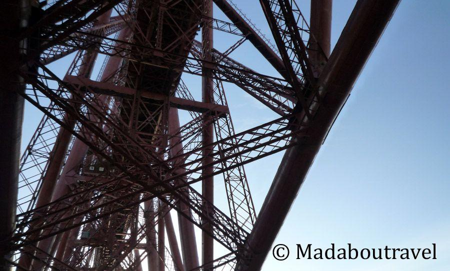 Detalle del puente sobre el estuario del río Forth