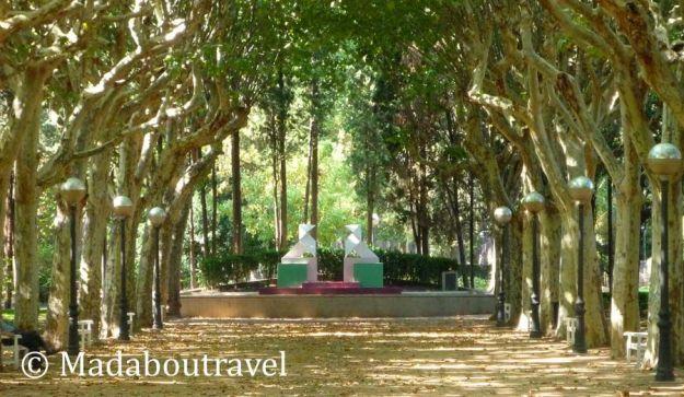Monumento a las pajaritas en el parque Miguel Servet