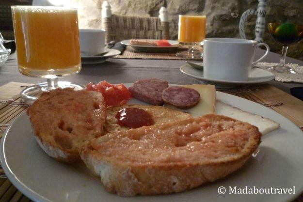 Desayuno en Mas Can Batlle