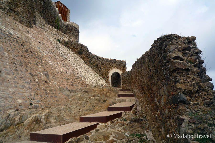 Entrada al Castillo de Montsoriu