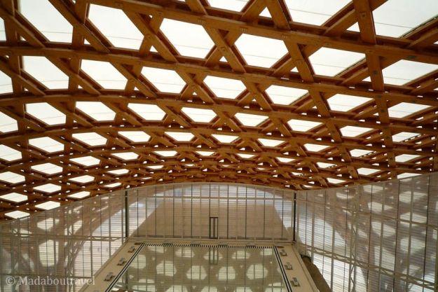 Reflejo de la cubierta de madera del Pompidou de Metz