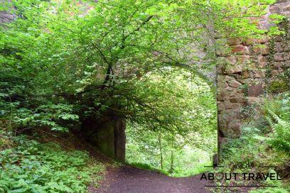 El arco del puente bajo el castillo de Roslin que inspiró a Nasmith