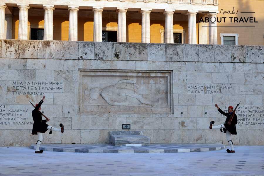 Cambio de la guardia frente al Parlamento de Grecia