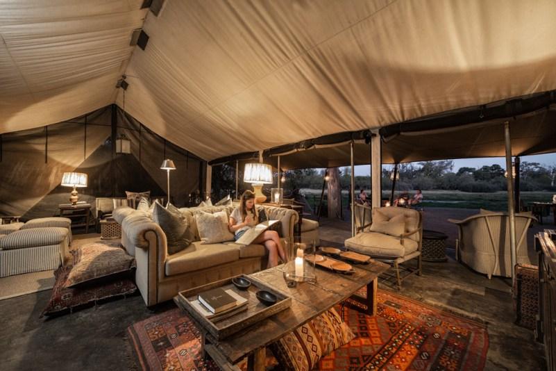 Spacious lounge © Machaba Safaris
