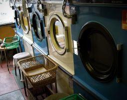 コインランドリー使ってる?上手に活用して、洗濯物すっきり&家計も節約!