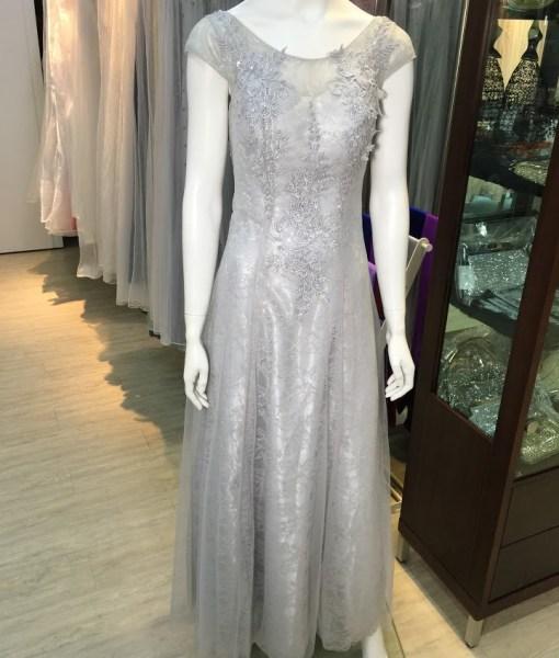 [台北媽媽禮服]M-22銀灰色手工穿珠卡肩美背綁帶式蕾絲貼花晚禮服