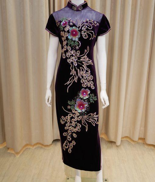 (台北媽媽禮服)紫絨布手工立體亮片花紋開衩透紗方領短袖長旗袍