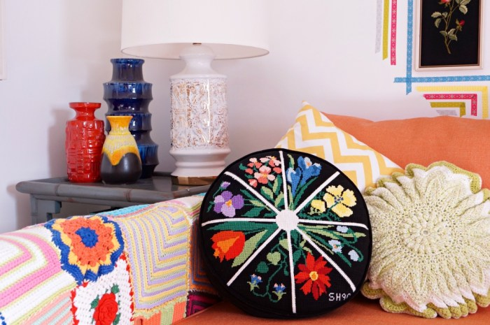 black-colorful-Vintage-floral-needlepoint-pillow-round-