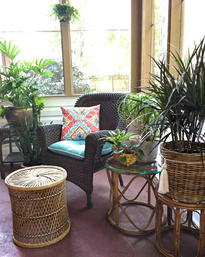 bohemian-sunroon-outdoor- plants-screen-porch