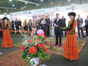 KAZAKİSTAN-kasım2008-MahmutErtarafındandüzenlenensanayifuarınınaçılışı
