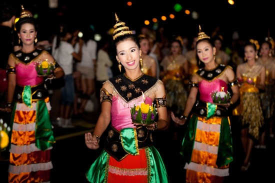 thai-traditional-dance-thai-people-float-on-water-a-small-rafts-krathong-festival-hua-hin-thailand-1600x1066-e1414541547996