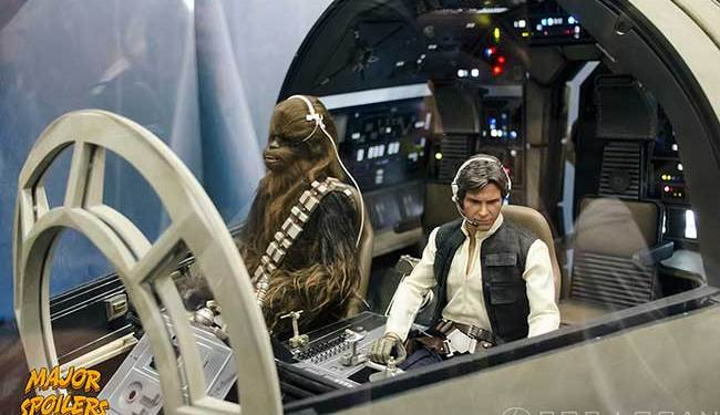 SDCC-2015---Hot-Toys---Millennium-Falcon-cockpit