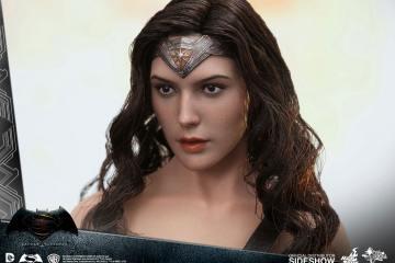 dc-comics-batman-v-superman-woner-woman-sixth-scale-hot-toys-902687-05