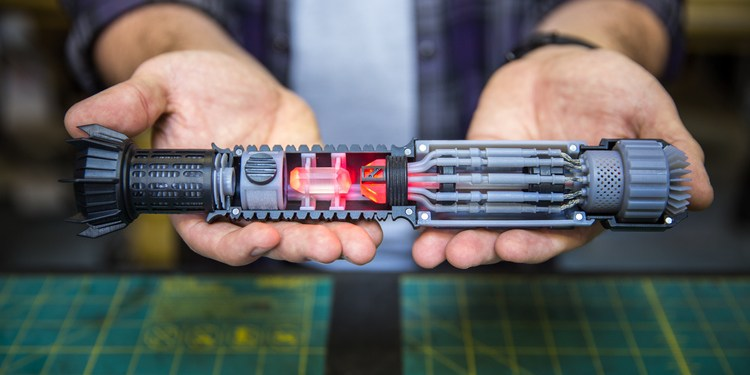 container_custom-cutaway-saber-hilt-3d-printing-95749
