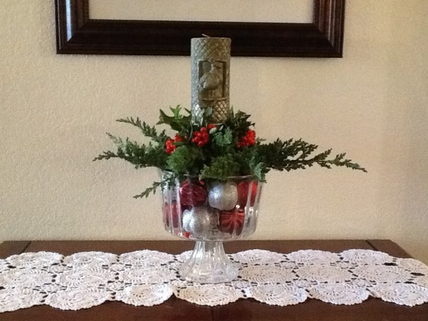 Easy Holiday&nbsp;Centerpiece
