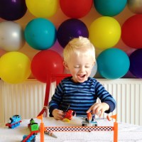 How to make a birthday balloon wall