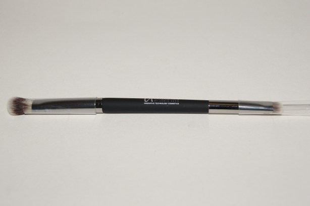 "IT Cosmetics ""No Tug"" Heavenly Luxe Dual Airbrush Eyeshadow Brush"
