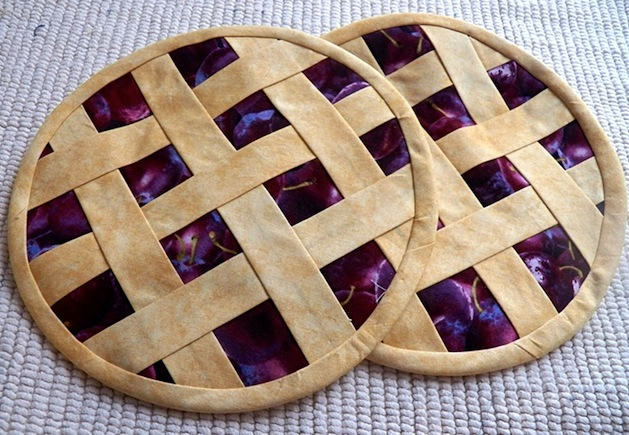 art_threads_lattice_top_pie_crust copy.jpg