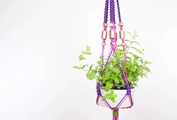 threadbanger's macrame planter-1