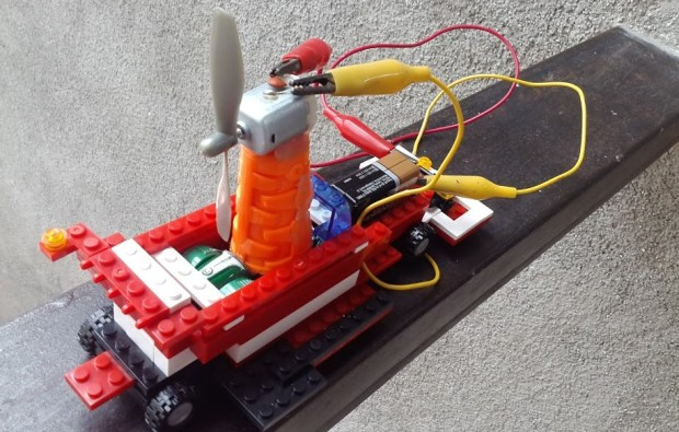 Propeller-driven LEGO car by Rotchild Francois Jr