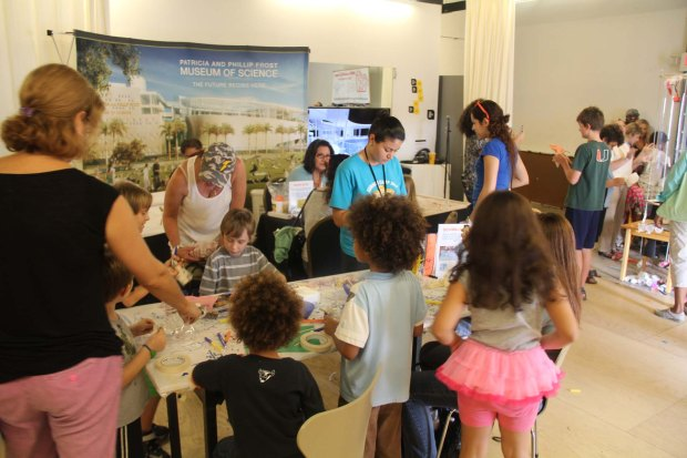 Miami Science Museum teaching kids to make Scribble Bots with motors, batteries and markers